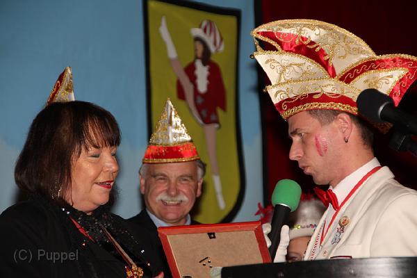 Anne Stache erh�lt die Urkunde von Pr�sident Olaf Schwarz - im Hintergrund Prof. Dr. Volker Lessing